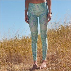 Teeki yoga envision hot pants